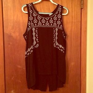 Plus size tunic top with embroidery